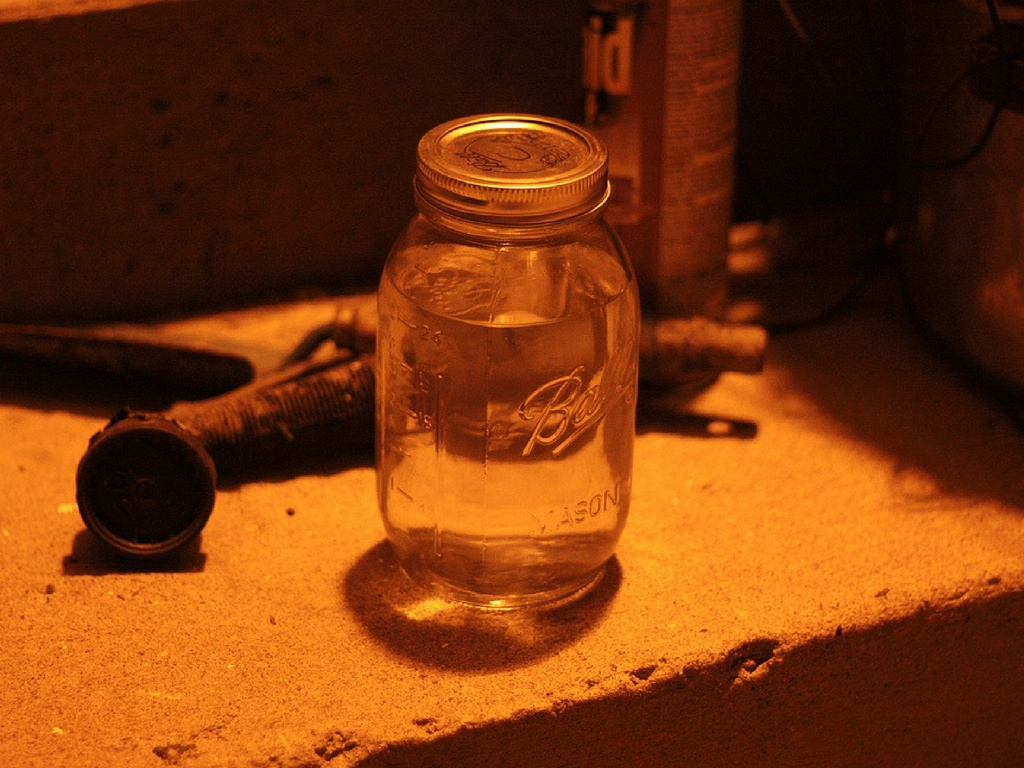 how-to-make-peach-moonshine-at-home